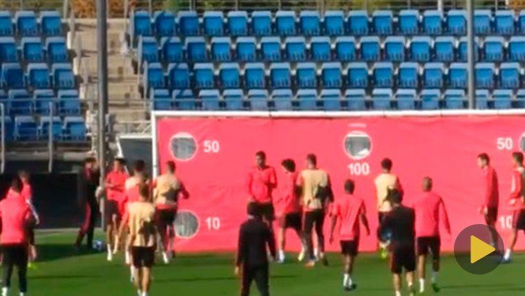 ¡A Sergio Ramos se le cruzan los cables y tira dos balonazos a un canterano, Reguilón!