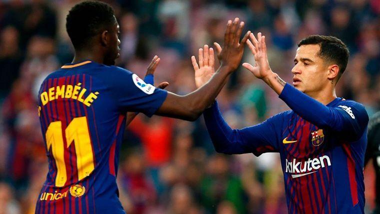 Ousmane Dembélé y Coutinho, celebrando un gol con el FC Barcelona