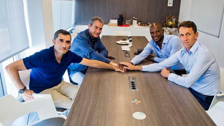 Valverde, Segura, Abidal y Planes en una reunión del FC Barcelona   FCB