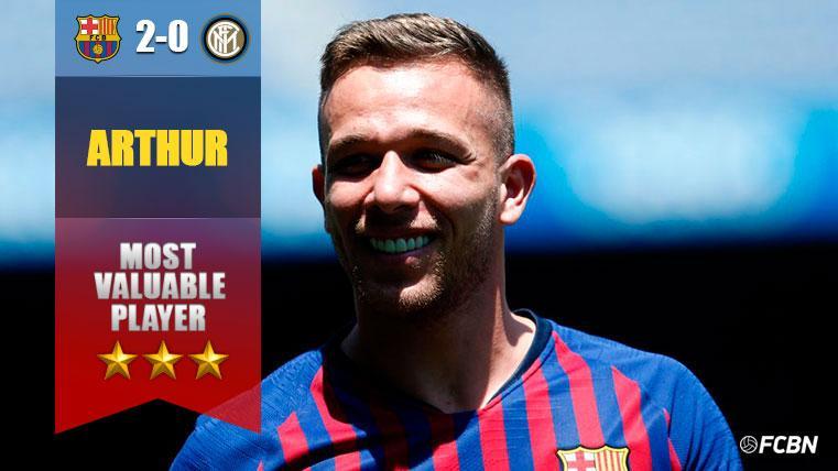 Arthur, cada vez más asentado: partidazo y ovación ante el Inter