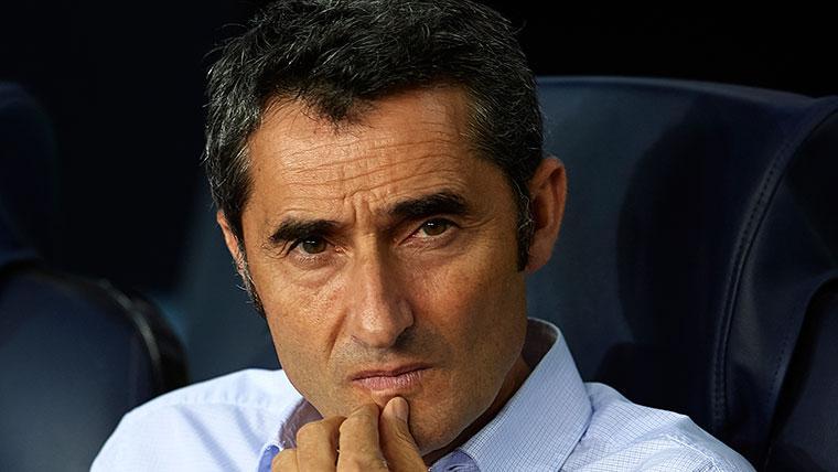 Ernesto Valverde en el banquillo del FC Barcelona