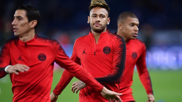 Neymar Jr, durante un calentamiento con el Paris Saint-Germain