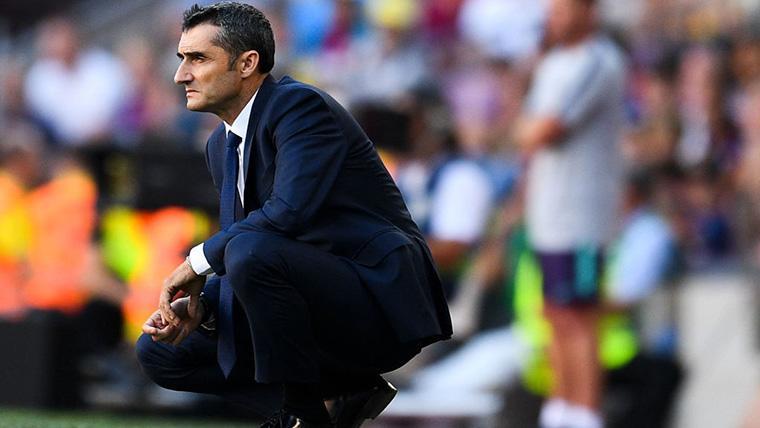 Ernesto Valverde, analizando el juego del FC Barcelona en un partido