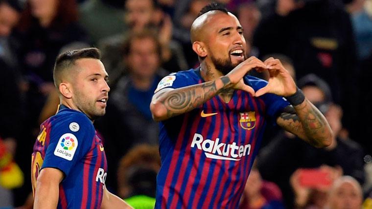 Arturo Vidal celebra un gol con el FC Barcelona