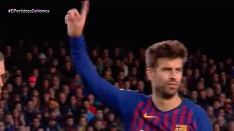 El gesto deportivo de Piqué con Sergio Ramos en el Clásico