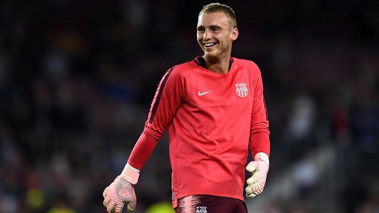 Jasper Cillessen, sonriente durante un calentamiento del FC Barcelona