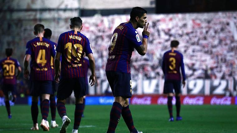 Luis Suárez, silenciando al Estadio de Vallecas tras marcar un gol