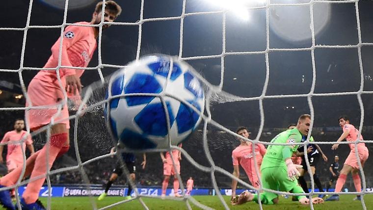 Mauro Icardi, marcando el gol del empate contra el FC Barcelona