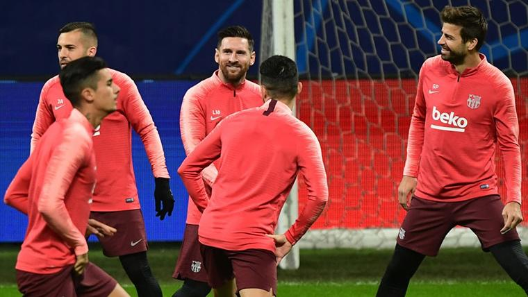 El FC Barcelona, entrenando en el Giuseppe Meazza antes del partido ante el Inter