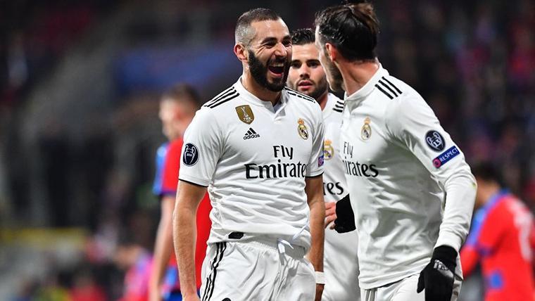 Benzema y Bale, celebrando uno de los goles contra el Viktoria Plzen