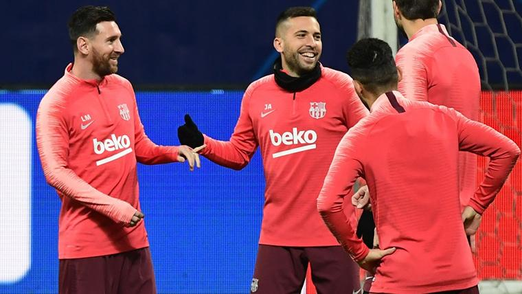Jordi Alba, sonriente durante un entrenamiento del FC Barcelona
