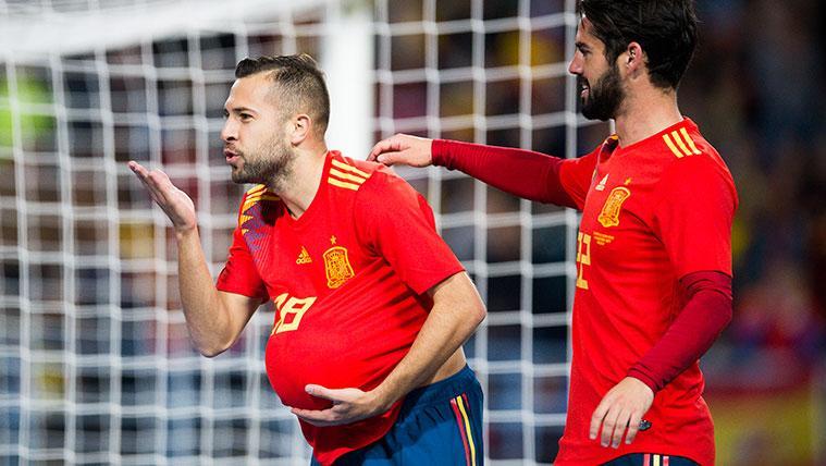 Jordi Alba celebra un gol con la selección española