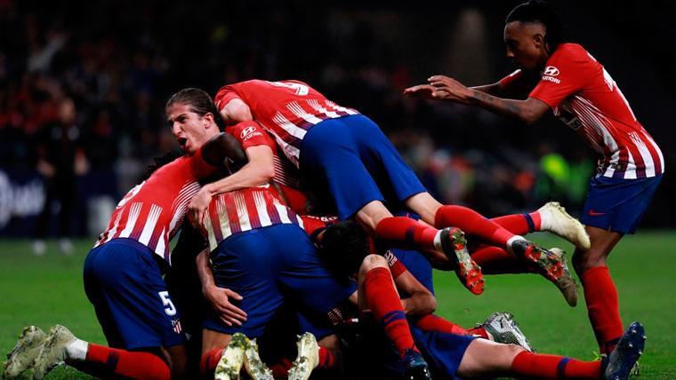 El Atlético de Madrid rescata una remontada épica y presiona al Barça