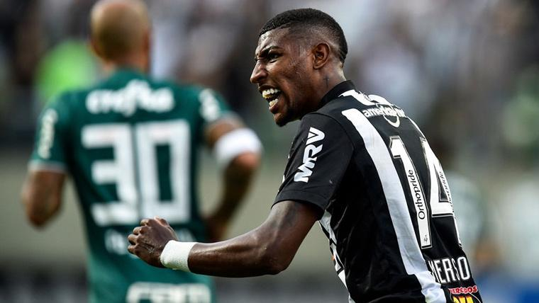 Emerson, durante un compromiso con el Atlético Mineiro en Brasil