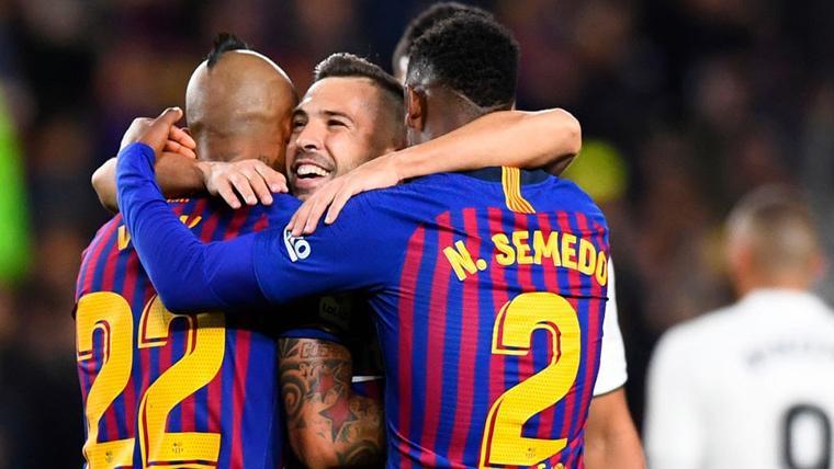 Jordi Alba, celebrando un gol junto a Arturo Vidal y Nélson Semedo