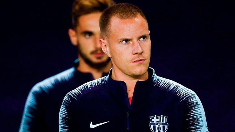 Ter Stegen, saliendo a calentar con el FC Barcelona