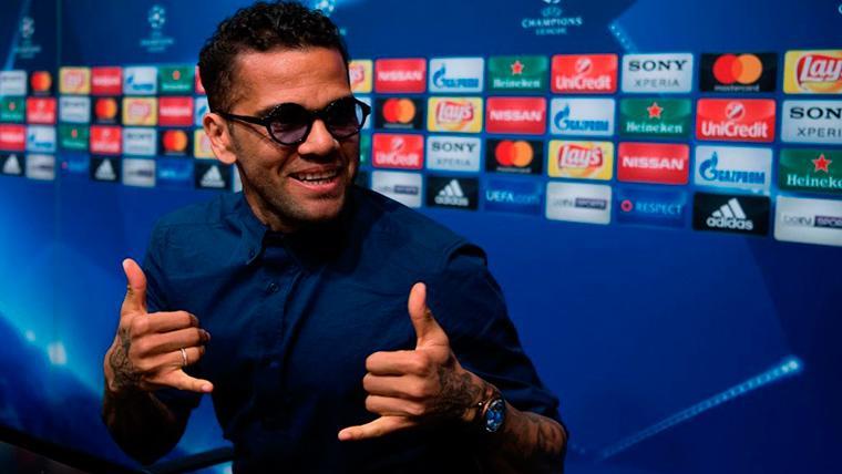 Dani Alves describe al jugador ideal para el FC Barcelona