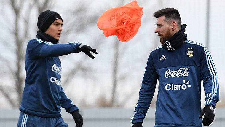 Paulo Dybala y Leo Messi en un entrenamiento de la selección argentina