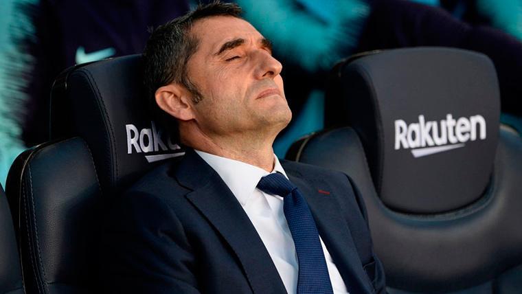Ernesto Valverde, lamentándose en el banquillo del FC Barcelona