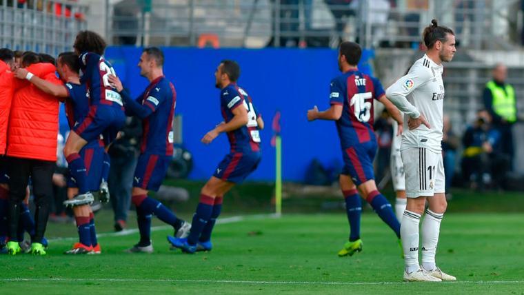 El Eibar pincha el globo de Santiago Solari con una goleada al Real Madrid (3-0)