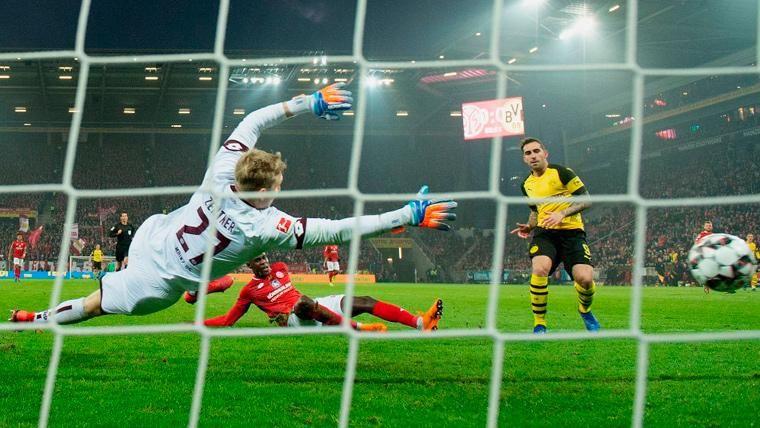 Alcácer vuelve a hacer magia con el Dortmund y el Everton gana con tres ex del Barça