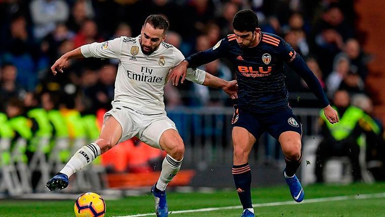 El Valencia reacciona tarde, perdona y regala un sufrido triunfo al Real Madrid (2-0)