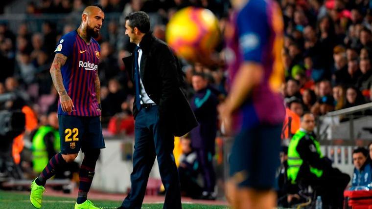 El Camp Nou se enfadó cuando Valverde sustituyó a Arturo Vidal, pero había motivos