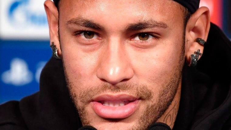 Neymar en una rueda de prensa de la selección de Brasil