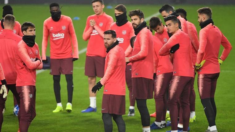 La plantilla del FC Barcelona, durante un entrenamiento de Champions League