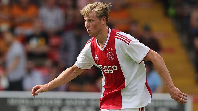 De Jong sería jugador del PSG por 75 millones de euros