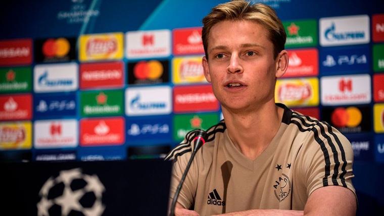 Frenkie de Jong, durante una rueda de prensa con el Ajax de Amsterdam