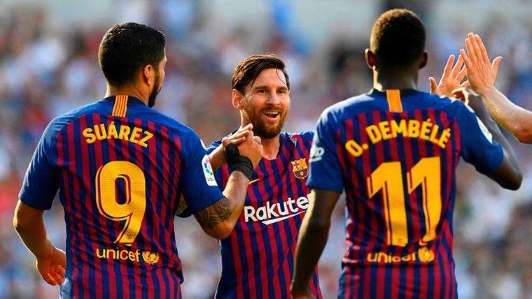 Leo Messi, Dembélé y Luis Suárez, celebrando un gol con el Barça