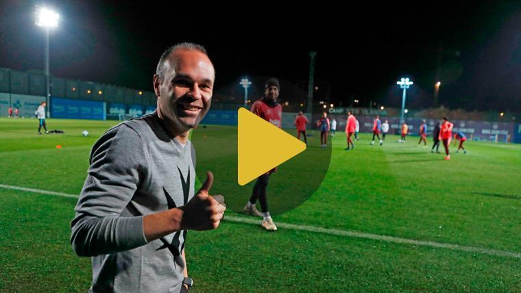 El mejor apoyo para la Champions: Iniesta visita el entrenamiento del Barça