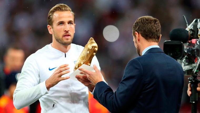VIRAL: El curioso uso que Harry Kane le ha dado a su Bota de Oro del Mundial
