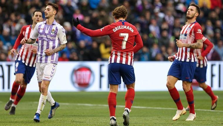 Antoine Griezmann 'salva' al Atlético (2-3) y prolonga la persecución al Barça en Liga