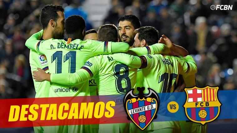 El FC Barcelona, celebrando el triunfo cosechado contra el Levante