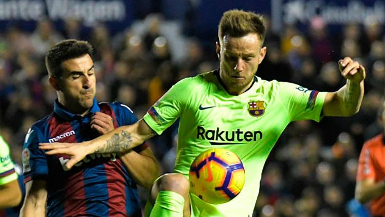La evolución de Rakitic: de extremo a defensa central