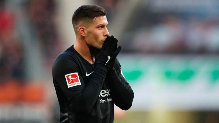 Luka Jovic en un partido del Eintracht de Frankfurt