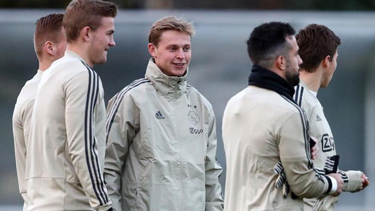 Frenkie de Jong y Matthijs de Ligt, durante un entreno con el Ajax