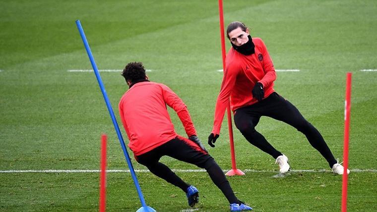 Adrien Rabiot, durante un entrenamiento con el Paris Saint-Germain