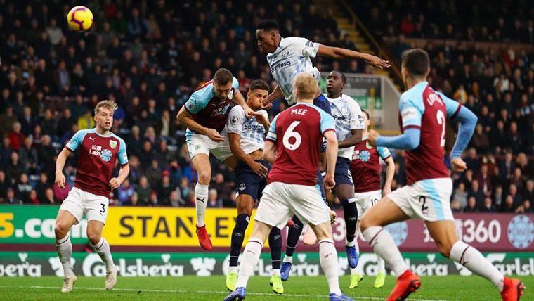 Yerry Mina se estrena con el Everton... ¡y Digne marca un 'doblete'!