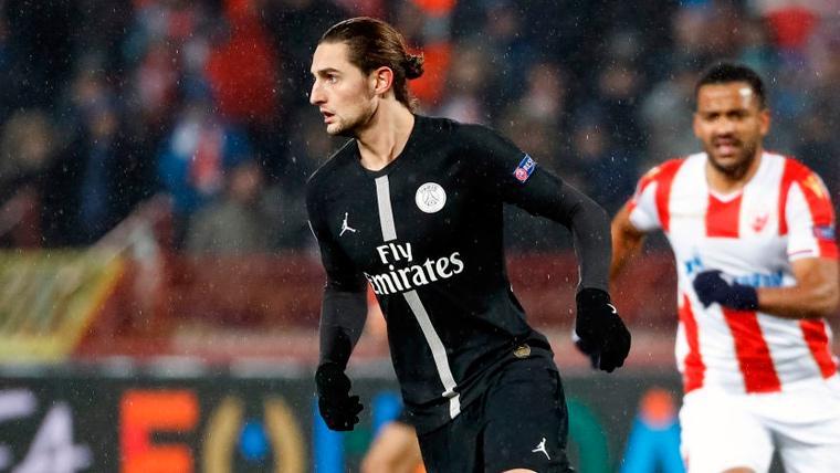 Adrien Rabiot en un partido del Paris Saint-Germain