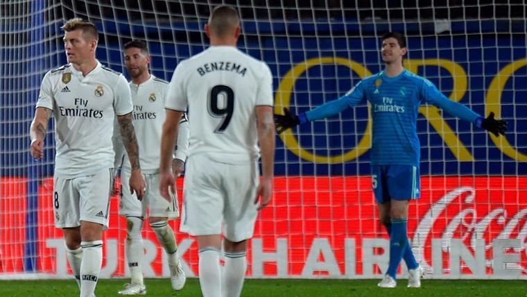 El 'doblete' de Cazorla condena a un Real Madrid que sigue lejos del Barça en Liga (2-2)