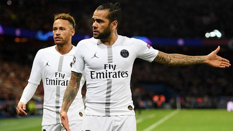 Neymar tiene el mismo problema que Cristiano, según Alves