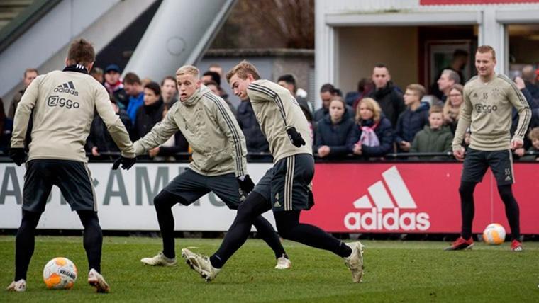 Los jugadores del Ajax en una sesión de entrenamiento