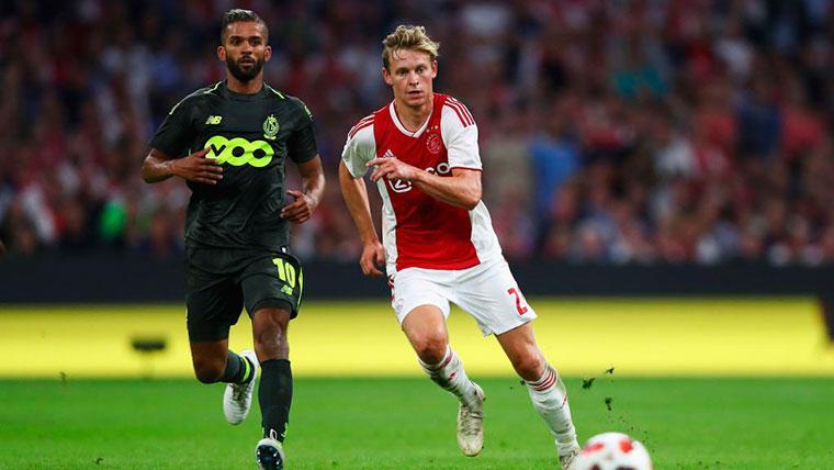 Frenkie de Jong, durante un partido con el Ajax