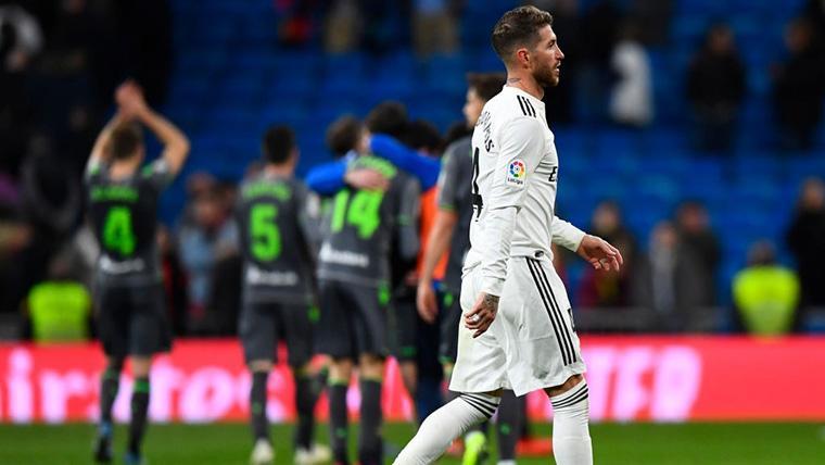 Sergio Ramos, cabizbajo tras la derrota del Real Madrid contra la Real Sociedad