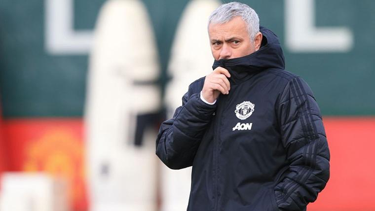 José Mourinho, durante un entrenamiento con el Manchester United