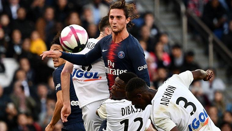Adrien Rabiot, durante un partido con el Paris Saint-Germain