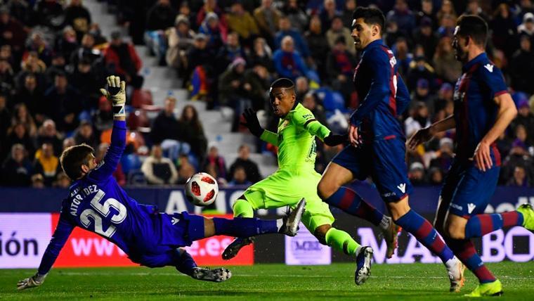 Malcom paga los platos rotos de la derrota del Barça contra el Levante